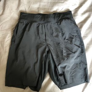 "Lululemon 11"" with liner medium black"